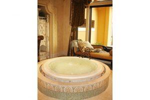 Redondo Beauty circle tub within a circle of tiny tiles