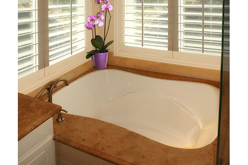 Monterey Beauty white tub