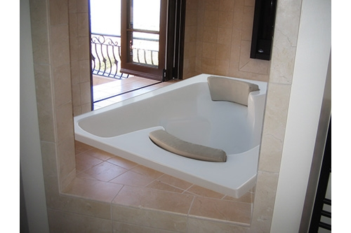 the penthouse beauty tub outlooking a balcony