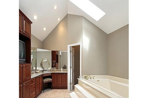 Rosemarie Beauty tub in a bathroom